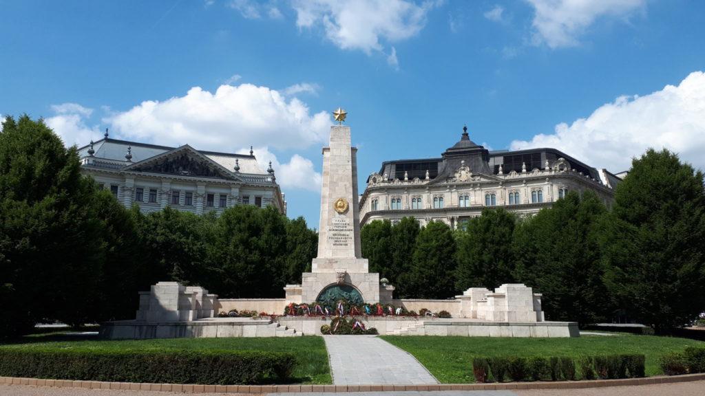 Freiheitsplatz mit Blick auf das Sowjetdenkmal