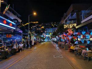 Wer auf das Nachtleben und die Stadt verzichten kann wird sicher auch in 5 Sterne Hotels außerhalb von Alanya glücklich