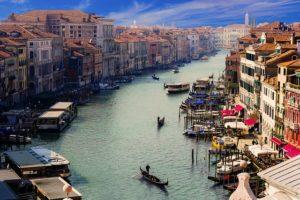 Kultur, südländisches Stadtflair und romantische Kanalfahrten