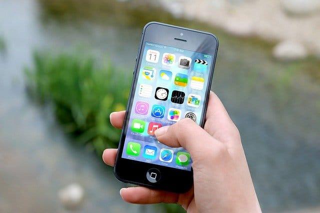Ständiger Begleiter auch auf Reisen: Das Smartphone