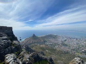 Blick von der berühmtesten Sehenswürdigkeit in Kapstadt: dem Tafelberg