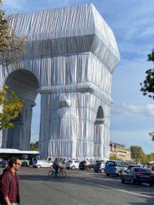 Arc de Triomphe von Christo verpackt